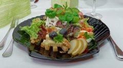 garnierter-salat.jpg